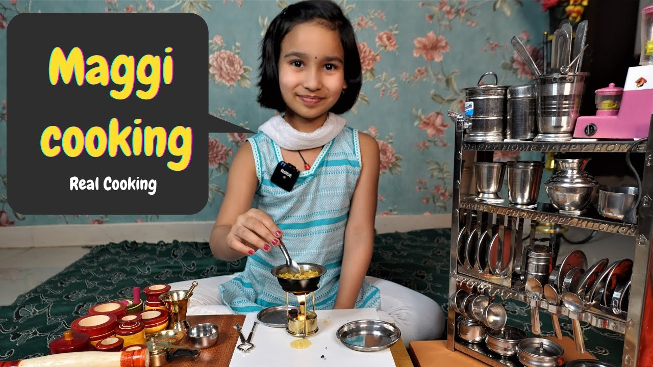 Real Maggie Cooking By Pari/ miniature kitchen set